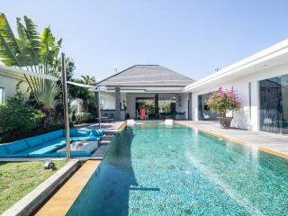Amazing Architect Villa, Stunning view on a rice field, Infinity 14m Pool