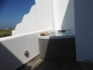 Depis Naxos Elegant villa with pool and jacuzzi+ free car rental, Plaka
