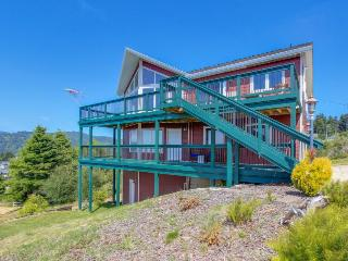 Bright, modern studio w/ ocean view, short walk to beach!, Pacific City