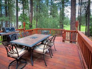 #192 COTTONWOOD Outstanding home on 16th Fairway of Plumas Pines Golf Resort