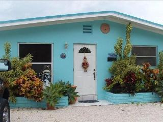 Cottage, Boat Dock,Deep Canal,Pool,Hot Tub, Islamorada