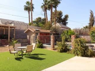 Remodeled 3BR/3BA W/ Pool in Historic Area, Las Vegas