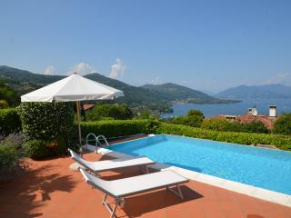 Lake Maggiore Villa with Pool and Walking Distance to Village - Villa Maggiore, Meina