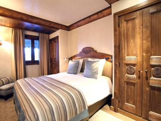 2 bedroom Chalet in Courchevel, Auvergne-Rhone-Alpes, France : ref 5048825