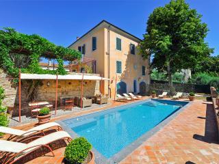 Villa Dania, Fabbrica