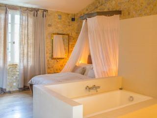 Saint-Privat-des-Vieux Villa Sleeps 19 with Pool and Air Con - 5049410