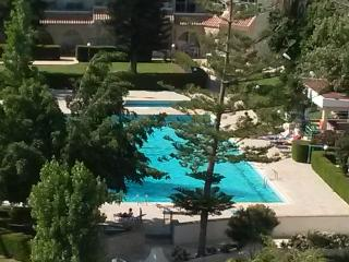 1 BEDROOM HOLIDAY APARTMENT NEXT TO THE BEACH, Limassol