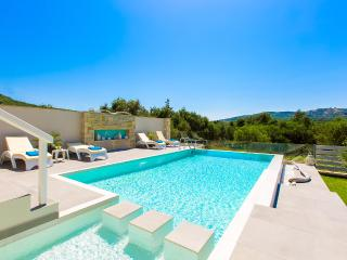 Villa Veni - High Quality Villa Next to Beaches!