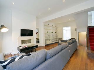THE FAMOUS PORTOBELLO ROAD HOUSE Notting Hill
