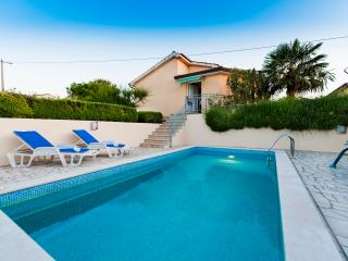Bungalow with pool, stunning view, Porec