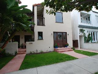 Lovely Peninsula Point property.  1 bedroom, 2 bath., Newport Beach