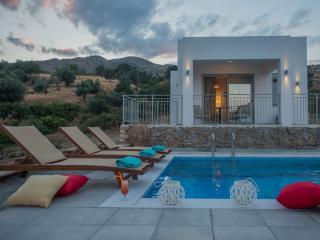 Ouranos Villa, unique sea & sky views!, Rethymnon