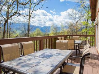 4-Bedroom Gatlinburg Chalet with Views! Crazy Summer Special from $169!!!