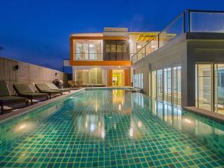 Beach Front 2 Storey With Lovely Pool in Cha Am, Cha-am