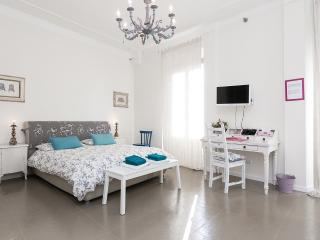 Central 2 Bedrooms Apartment  close to Colosseum
