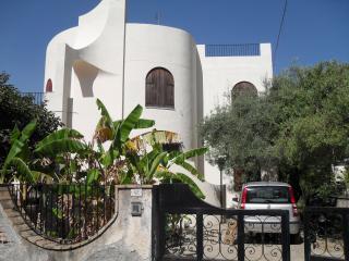 villa teocles, Giardini Naxos