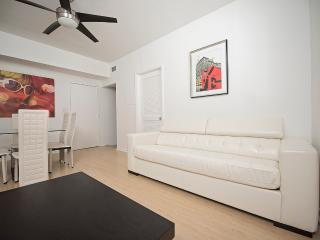 Nice and Comfy 2-Bedroom Apt, 1 Min from the Beach, Miami Beach
