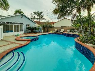 Spacious home with pool & hot tub 1 mile from Disneyland!, Anaheim