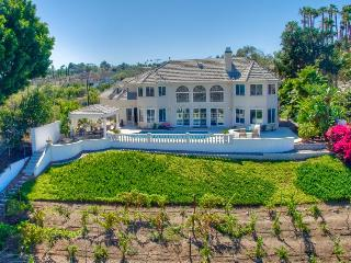 Stunning luxury estate w/ private pool & hot tub - spectacular valley views, Escondido