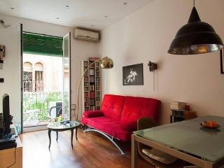 Central design flat in trendy area, Barcelona