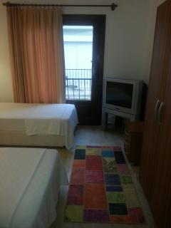 Twin room can be combined with A/C and cable TV.
