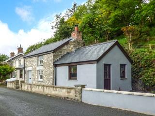 PENLON, Grade II listed, WiFi, woodburner, river fishing rights, near Capel