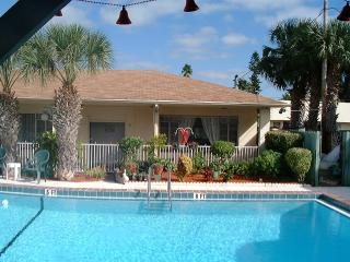 1 Bedroom Madeira Beach Cottage