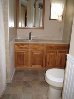 Hallway Full Bath, Tub/Shower Combination