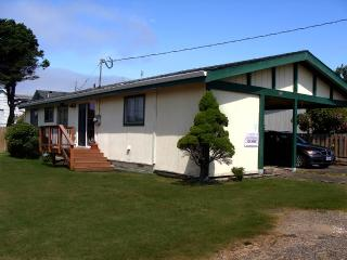 Retro Ranch -  Great in town location, Rockaway Beach