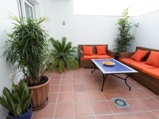 Central Malaga City modern quiet apartment, Málaga