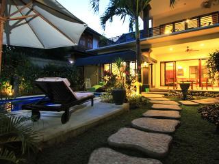 Legian Luxury 2 Bedroom Walk to Bars Dining Beach!