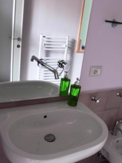 bagno in camera interamente ristrutturato