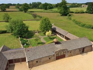 The Cotswold Manor Grange - Hot Tub and Games Barn