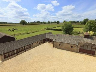 The Cotswold Manor House, Exclusive Hot Tub, Games/Event Barn, 70 acres Parkland