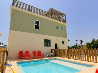 4 bedroom 3 bath home, Shared Pool, right in the heart of Port Aransas!