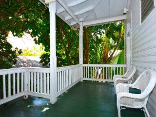Duval Canopy - Cute Studio Just Steps To Duval St!  Daily Housekeeping, Key West