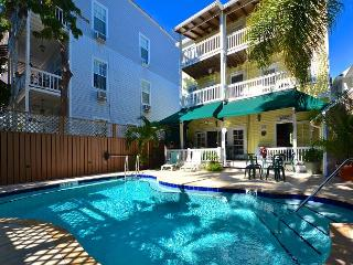 Beautiful & Historic Curry House - Room 1 - Heated Pool - Breakfast Included, Key West