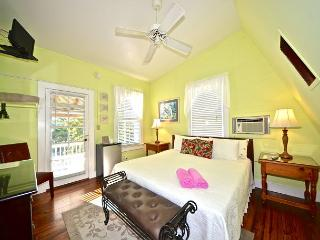 Beautiful & Historic Curry House - Room 7 - Heated Pool - Breakfast Included, Key West
