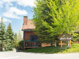Located in the town of Jackson~Aprox 10 Minutes to Grand Teton National Park!