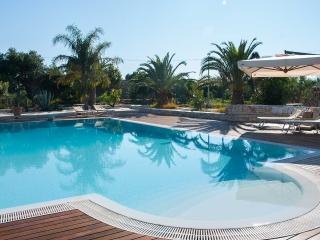 Dependance Verde-Mare with shared pool, surrounded by a Mediterranean garden