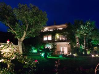 Garden Bay Villa, Stira