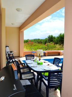 outdoor dining at pool