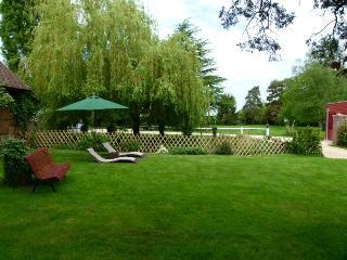 Chambres d'hôtes avec un grand jardin de 5000 m2, à 1 h de Paris, 10 mm de Dreux, 30 mm de Chartres