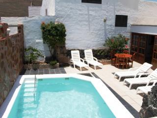 Casa Rural Medinilla. piscina privada Climatizada
