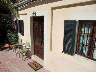 Lovely cottage, great area: city life, beach,woods, Palma de Mallorca