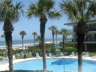 BEACHFRONT RESORT,GROUND FLR CONVENIENCE,SLEEPS 6, Crescent Beach