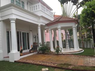 Beautiful villa at Perfect Place Sukhumvit 77, Samut Prakan