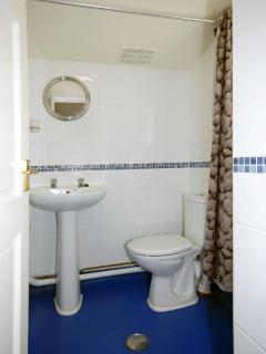 Pembrokeshire coastal holiday home - wet room
