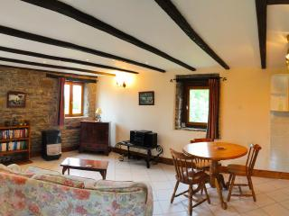 1  Bed cottage with pool nr Villedieu les Poeles