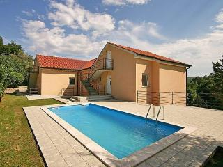 Pete Apartment 4 for 4 with AC and pool, Krk